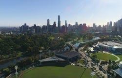 Tiro aéreo do panorama da cidade de Melbourne em um dia ensolarado Fotografia de Stock Royalty Free