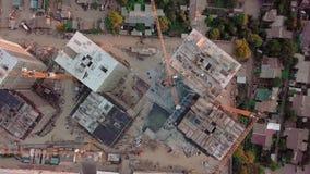 Tiro aéreo do zangão Construção dos prédios na área tornando-se de uma grande cidade Tiro do por do sol Período acima filme