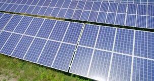 Tiro aéreo: Voo sobre os painéis solares, energie alternativo filme