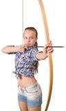 Tiro al arco practicante de la muchacha adolescente en blanco Imagenes de archivo