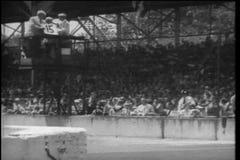 Tiro ancho de espectadores en el Indy 500 almacen de metraje de vídeo