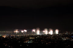 Tiro ancho de la ciudad de los fuegos artificiales de Brisbane Riverfire Imagenes de archivo