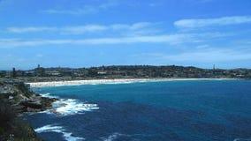 Tiro ancho de la playa famosa del bondi de Australia almacen de metraje de vídeo