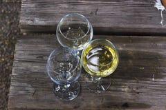 Tiro anguloso del primer de copas de vino Fotografía de archivo