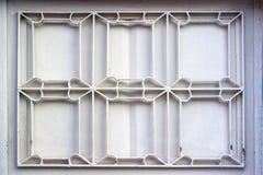 Tiro anteriore delle figure verdi tradizionali della barra di finestra del metallo in villaggio turco fotografie stock