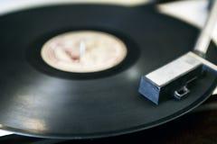 Tiro ascendente cercano del tocadiscos Fotografía de archivo libre de regalías