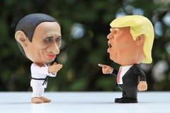 Tiro ascendente próximo do modelo Figures de dois líderes imagens de stock royalty free