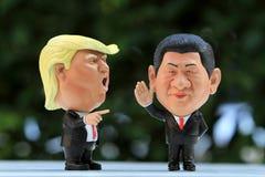 Tiro ascendente próximo do modelo Figures de dois líderes imagem de stock royalty free