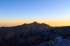 Tiro cênico da paisagem da montanha de Coreia no parque nacional de Seoraksan da montagem imagem de stock royalty free