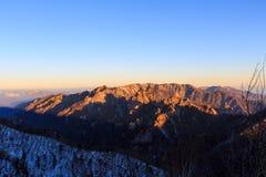 Tiro cênico da paisagem da montanha de Coreia no parque nacional de Seoraksan da montagem foto de stock royalty free