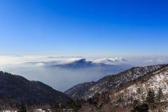 Tiro cênico da paisagem da montanha de Coreia no parque nacional de Seoraksan da montagem Fotos de Stock