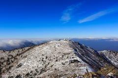 Tiro cênico da paisagem da montanha de Coreia no parque nacional de Seoraksan da montagem imagens de stock royalty free