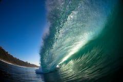 Tiro causando um crash da água do bordo da onda Fotografia de Stock Royalty Free