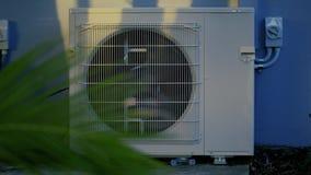 Tiro cinemático de la unidad de aire acondicionado almacen de metraje de vídeo