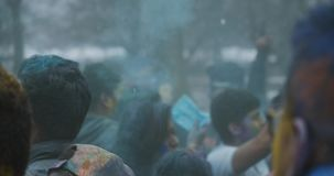 Tiro cinemático 4 del invierno del festival único de Holi almacen de metraje de vídeo