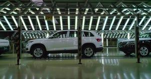 Tiro cinemático: Linha da inspeção do veículo na fábrica do carro filme