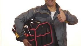 Tiro colhido de um constructionist com a caixa de ferramentas que mostra os polegares acima video estoque
