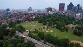 Tiro común video aéreo del abejón de Boston almacen de metraje de vídeo