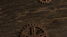 Tiro com?n giratorio de la cantidad de las caras antiguas y resistidas del reloj