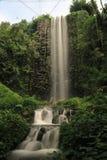 Tiro completo da cachoeira imagens de stock