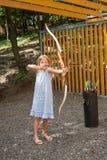 Tiro con l'arco del bambino Fotografia Stock