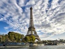 Tiro da excursão bonita Eiffel foto de stock royalty free