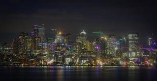 Tiro da noite da skyline da cidade de Seattle imagem de stock royalty free