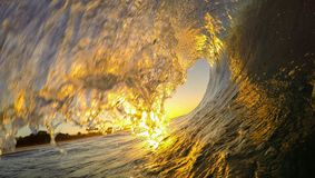 Tiro da onda do nascer do sol de Kauai fotos de stock royalty free