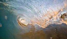 Tiro da onda do nascer do sol de Kauai fotografia de stock