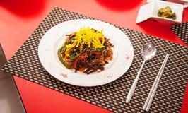Tiro da opinião superior do restaurante do alimento da placa imagem de stock royalty free