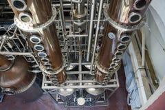 Tiro da perspectiva da destilaria usado em processo de produzir espírito Imagens de Stock Royalty Free
