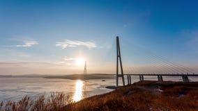 Tiro da ponte do russo através do passo oriental de Bosphorus no por do sol no modo do tempo-lapso video estoque