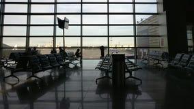 Tiro da zorra da porta do terminal de aeroporto filme