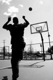 Tiro de basquetebol imagem de stock