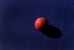 Tiro de basquetebol Imagens de Stock Royalty Free