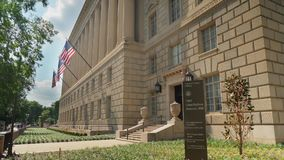 Tiro de estabelecimento exterior do dia de Herbert Hoover Building na C.C. video estoque