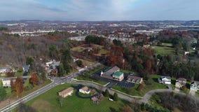 Tiro de establecimiento aéreo del día del paisaje de Pennsylvania almacen de metraje de vídeo