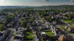 Tiro de establecimiento aéreo reverso de la vecindad de Pennsylvania metrajes