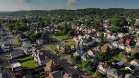 Tiro de establecimiento aéreo reverso de la vecindad de Pennsylvania almacen de metraje de vídeo