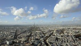 Tiro de establecimiento ancho de la ciudad de París día almacen de metraje de vídeo