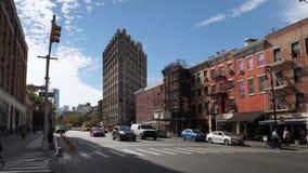 Tiro de establecimiento ancho del 6to tráfico de Manhattan de la avenida metrajes