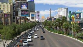 Tiro de establecimiento diurno del alto ángulo de la tira de Las Vegas almacen de metraje de vídeo