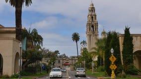 Tiro de establecimiento diurno de la torre de California en parque del balboa del ` s de San Diego almacen de video