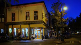 Tiro de establecimiento exterior de la noche de Savannah Business metrajes