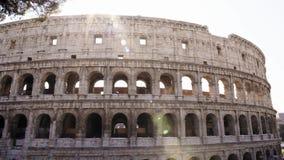 Tiro de izquierda a derecha de la cacerola de Colosseo en Roma El Colosseum también conocido como Flavian Amphitheatre, un amphit almacen de video