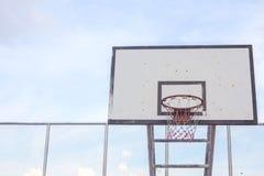 Tiro de la cuenta de deportes del gyme de los deportes al aire libre del anillo del borde del hoopnet del baloncesto Fotos de archivo