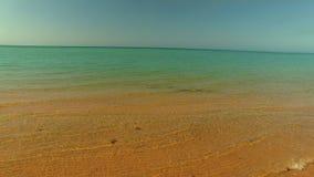 Tiro de la línea de la playa y de la playa metrajes