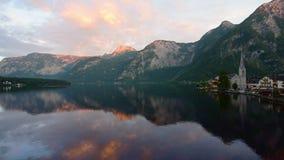 Tiro de la mañana de Hallstatt austria almacen de video