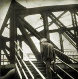 Tiro de la película de la fotografía Hombre solo anónimo creativo Foto de archivo