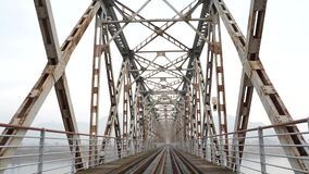 Tiro de la pista ferroviaria en Corea almacen de video